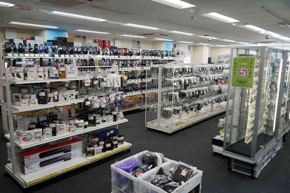 画像: 【4F中古・アウトレット】 4階は各種中古品、アウトレットが多数展示・販売されている