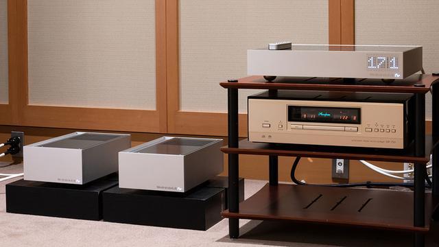 画像: 今回の主な視聴システム。SACD/CDプレーヤーはアキュフェーズ「DP-750」に固定し、プリ&パワーアンプはアキュフェーズ「C-2850+P-7300」と、ウェストミンスターラボ「Quest+Rei」を切り替えている