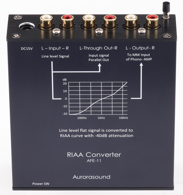 画像: AFE11の天板とリアを見る。逆RIAA補正によってCDなどライン入力のデジタル音源を、本機を通してフォノイコライザー経由で聴くことができる。中央にスルーアウトも装備する。リアパネル右端がアース端子。