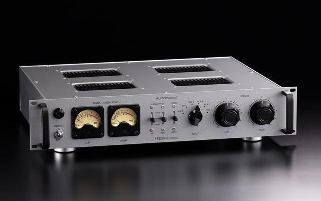 画像: 「マイ・ハンディクラフト」は是枝重治氏による希少な英国製のナス型古典3極管PX25のシングル・モノーラルパワーアンプ(上写真)、唐木志延夫氏によるVUメーター付・半導体式プリアンプ(下写真)です。いずれもステレオサウンドストアで実機を頒布します。