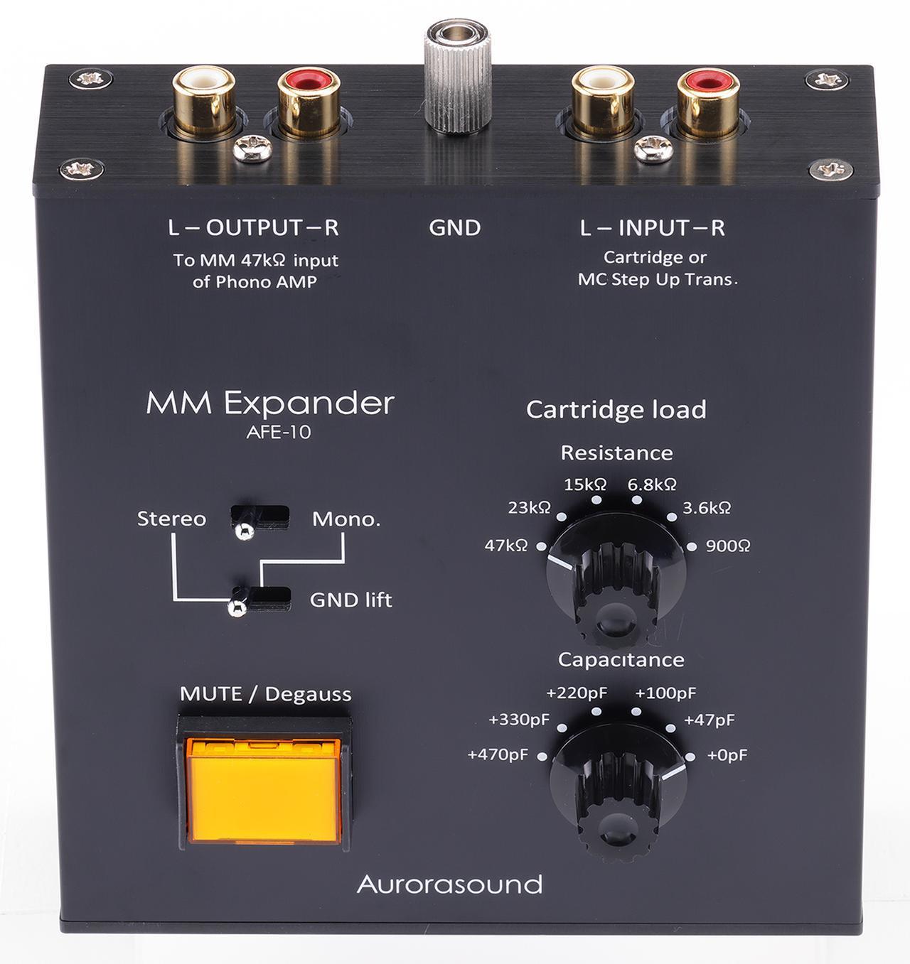 画像: AFE10は天板にスイッチ類、リアに入出力各1系統とアース端子を装備する。グランドリフトスイッチはモノーラルカートリッジ使用時などのグランドループによるハムノイズ対策に有効。四角いミュート・消磁スイッチ(ONでオレンジ色に自照する)を搭載する。