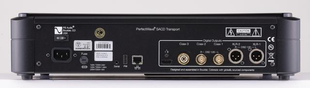 画像: リアビュー。SACDネイティヴ出力は、同社DirectStream DacまたはDSDac Jrと接続した場合に可能(I2S出力をHDMIケーブル接続時)。本機にはI2Sオーディオ伝送に適合するHDMIケーブルを付属する。