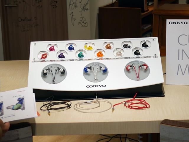 画像: オンキヨーのカスタムIEMは、3種類の本体、12色のシェル、3色のケーブルから選ぶことができます