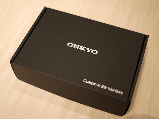 画像: 完成品、このような黒いケースに入れられ納品される