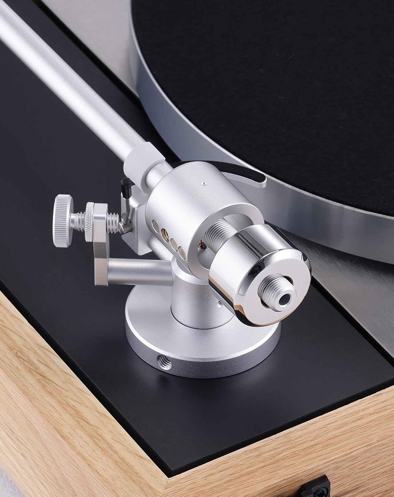 画像: ↑アームパイプはアルミ製。インサイドフォースキャンセラーはネオジムマグネットの反発力を利用した非接触式で、調整のための目盛りは設けられていない。