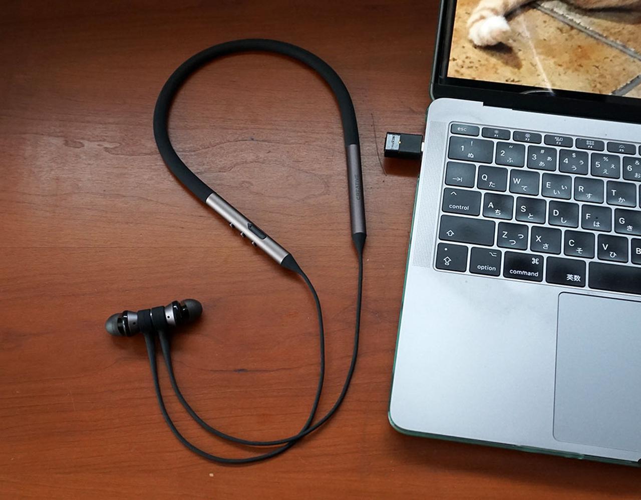 画像: MacBook PROのUSB Type-CにBT-W3をつなぐだけで、本体に収納した様々な音楽を楽しめる