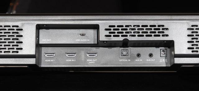 画像: ▲HDMI入力は2系統装備。テレビへの出力端子はeARC対応なので、テレビの音も本機で楽しめる。SXFIヘッドフォン接続端子(USB Type-A)はHDMI入力1の上にある。なお、サブウーファーとはワイヤレス接続だが、別売りのオーディオケーブル(両端が3.5mmステレオミニ)を使えば有線接続も可能
