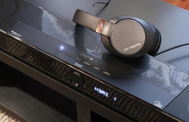 画像: ▲「SXFI THEATER」は、パソコンのUSBオーディオ信号を、専用のUSBドングルと送出フォーマットを用いてほぼ遅延のない状態でヘッドホンへ信号伝送できるのが特徴。加えて、クリエイティブメディアオリジナルのバーチャルサラウンド技術「SXFI」にも対応しており、臨場感あるサウンドが楽しめる