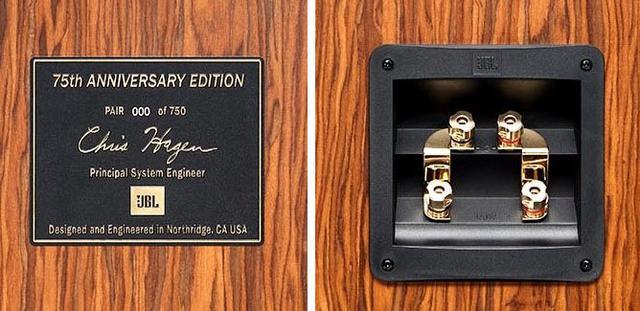 画像: 左がシリアルナンバー入りの記念プレート。金メッキ・バインディングポスト型のデュアルターミナルも採用している(写真右)