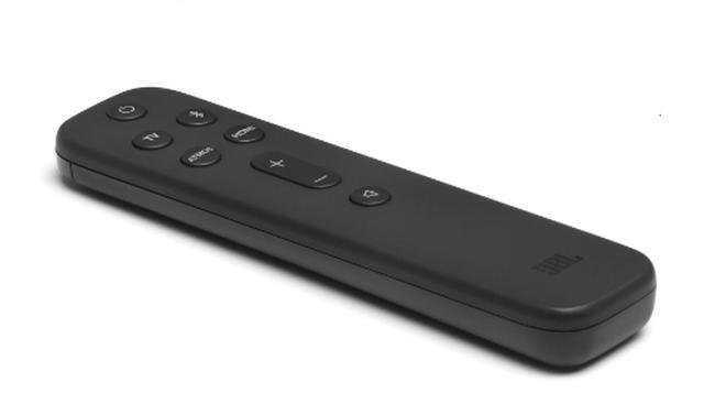 画像: リモコンの「TV」や「HDMI」ボタンで入力を切り替える。「ATMOS」ボタンでドルビーアトモスのエフェクトを操作。サウンドバー正面右の画面にオンオフが表示される