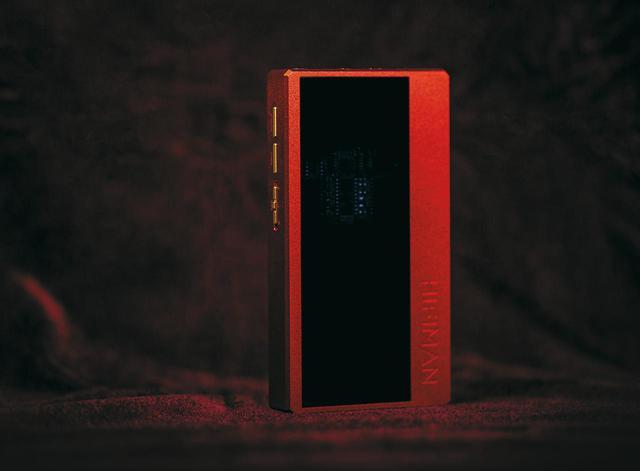 画像: スマホやパソコンと接続してヘッドホンを駆動するヘッドホンアンプ。Bluetooth接続にも対応している