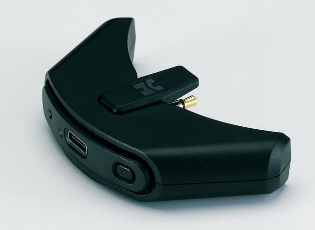 画像: 付属BluetoothアダプターBlueMini。aptX HD、LDACを含む高音質伝送方式に対応し、HE-R10と一体化できる。このアダプターが付属することで、HE-R10は有線ヘッドホンでありながら、無線モデルとして使える賢い設計だ。パソコンと直接USB接続することもできる