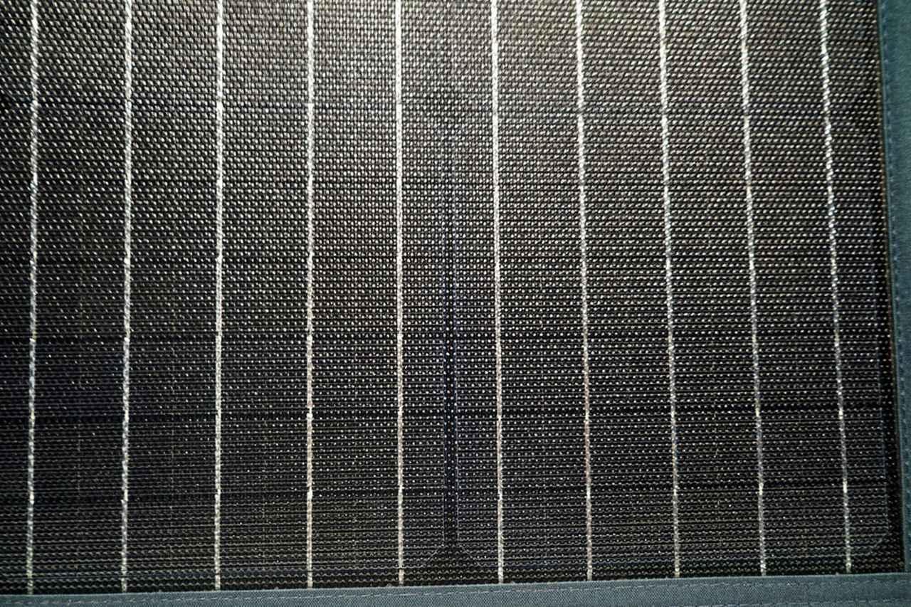 画像: ▲ソーラーパネルの表面。艶消し仕様