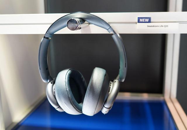 画像: ▲こちらもLDACをサポートするワイヤレスヘッドホン「Life Q35」。ノイキャン機能搭載で、7月中旬の発売を予定している。価格は¥10,990