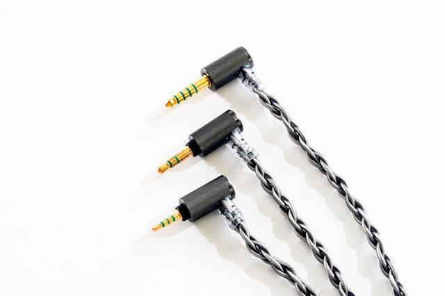 画像: ▲「ARS100シリーズ」は、コネクターでPentaconn Ear、MMCX、カスタム2ピン。プラグで3.5mm、2.5mm、4.4mmをラインナップする。今回は、HS1697TIに合わせ、Pentaconn Earコネクター仕様の3.5mm(ARS131)、2.5mm(ARS132)、4.4mm(ARS133)の3種類を組合せた