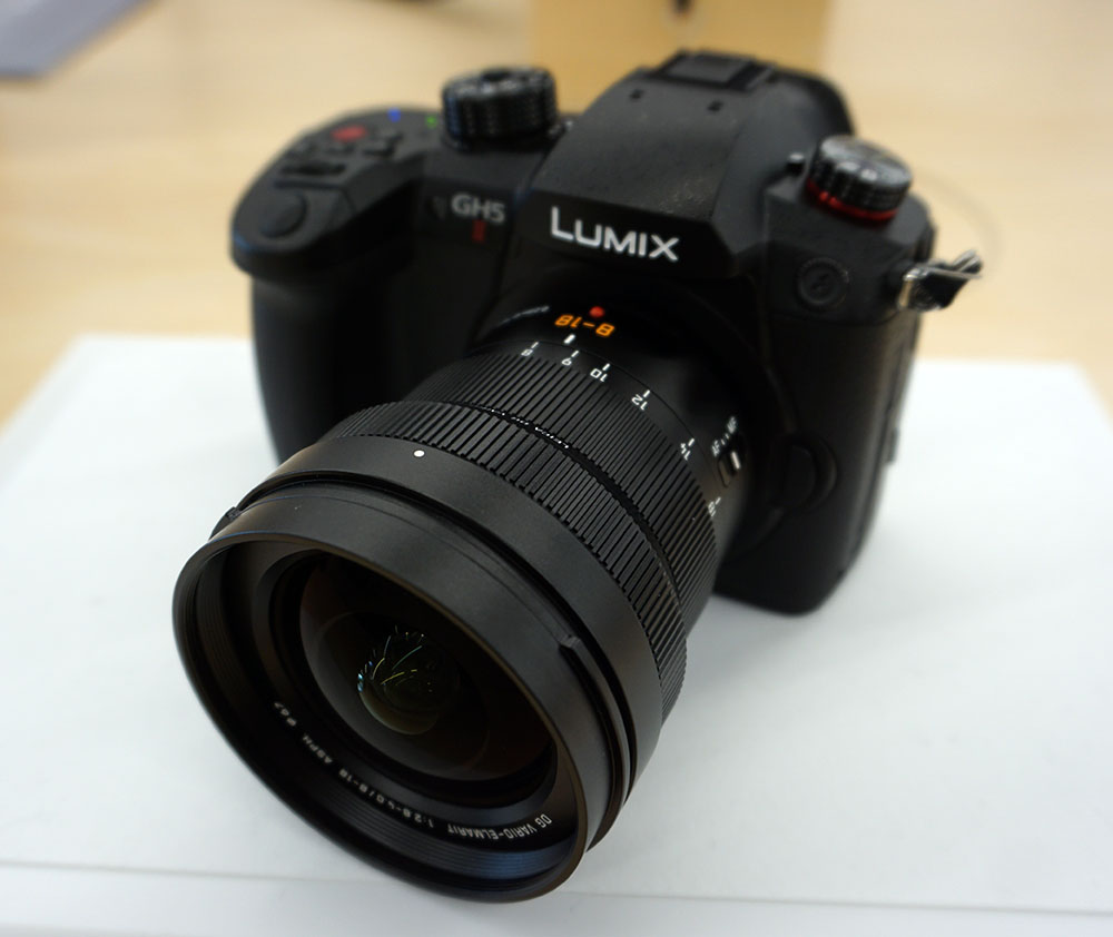 画像: LUMIX BASE TOKYOには、ルミックス製品の主要ラインナップが並んでいる。先日発表された「GH-5M2」も体験可能
