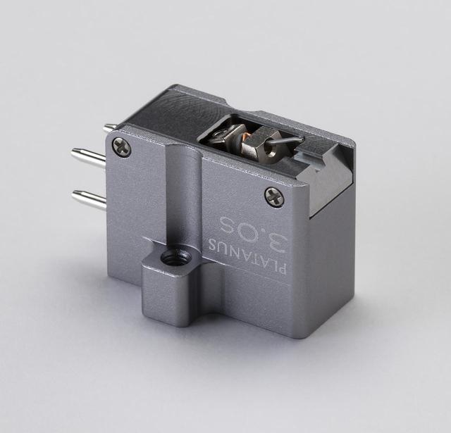 画像: プラタナス 3.0S ¥350,000 ●発電方式:MC型 ●出力電圧:0.4mV(3.54cm/sec、rms) ●内部インピーダンス:2.5Ω ●適正針圧:1.9〜2.1g(標準2.0g) ●自重:11.5g●針交換価格:¥245,000 ●問合せ先:(株)PDN