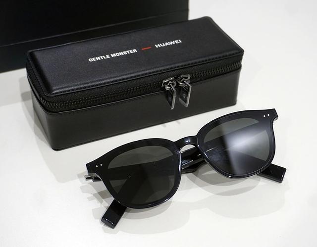 画像: 先日クラウドファンディングがスタートしたスマートグラス『HUAWEI ×GENTLE MONSTER Eyewear Ⅱ』も展示されていた。メガネのつるの部分にセミオープンスピーカーを内蔵し、Bluetooth(コーデックはSBCとAAC)で音楽を楽しめるアイテムだ。UVカットのサングラスタイプと度なしメガネの2種類をラインナップする