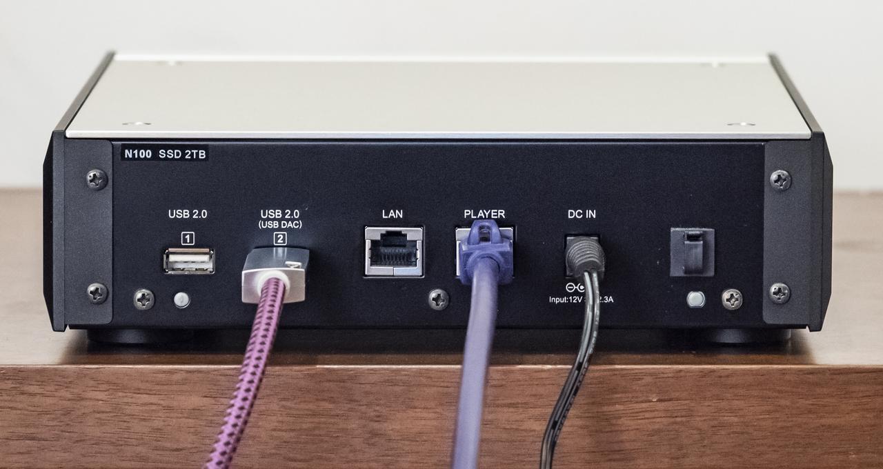 画像: N100は電源はACアダプターからの供給を受ける仕様となっている。接続端子はN10と同様、機能もまったく同じだ