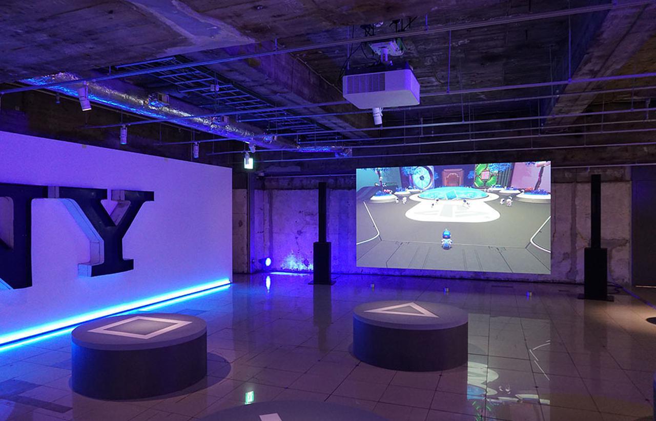 画像: B2Fでは、PlayStation5にインストールされている「ASTRO's PKAYROOM」も大画面で体験できる