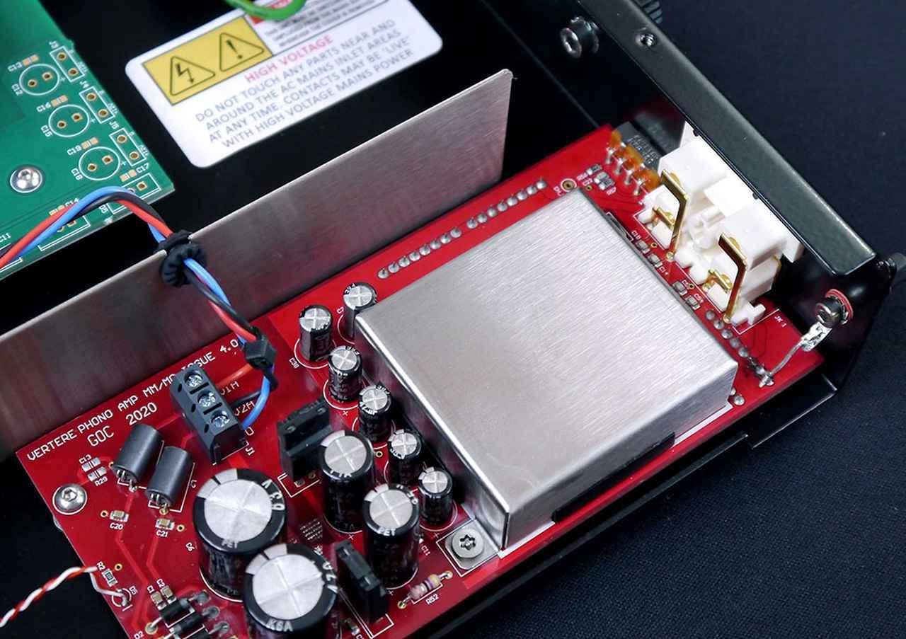 画像: メインフォノ回路と電源トランスには金メッキ基板を採用し、オーディオ信号への影響を最小限に抑えている