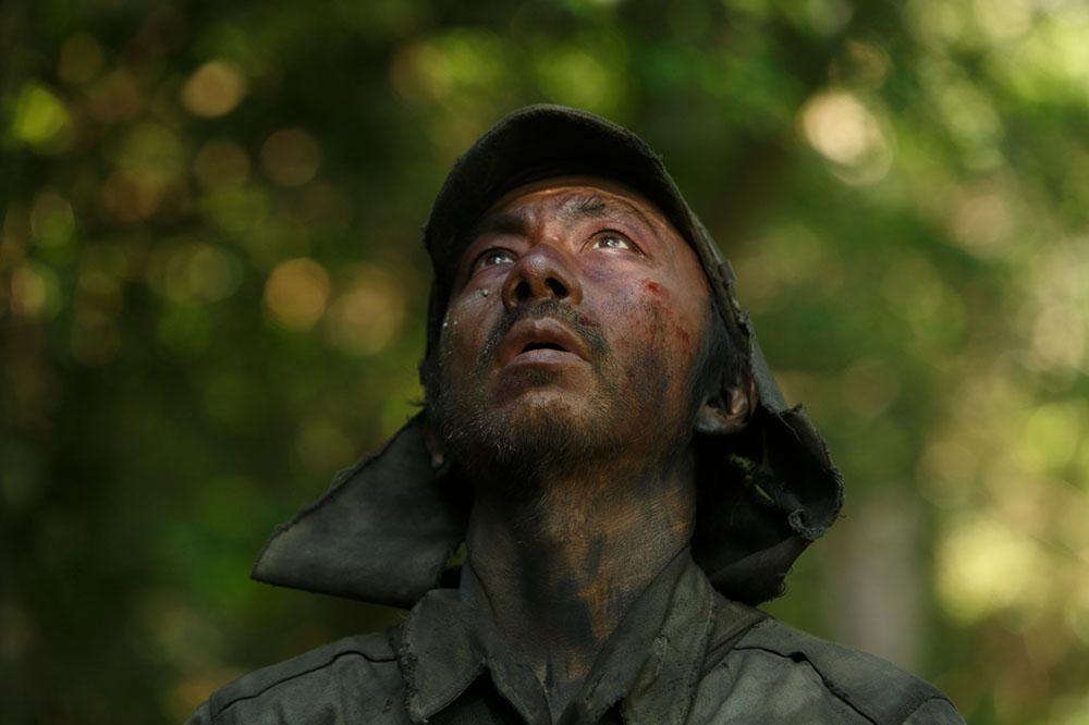 画像1: 塚本晋也監督『野火』、戦後76年のアンコール上映が今夏も決定! 劇場のスクリーンと音響で戦争の恐怖を体感し、平和について改めて考えてみては