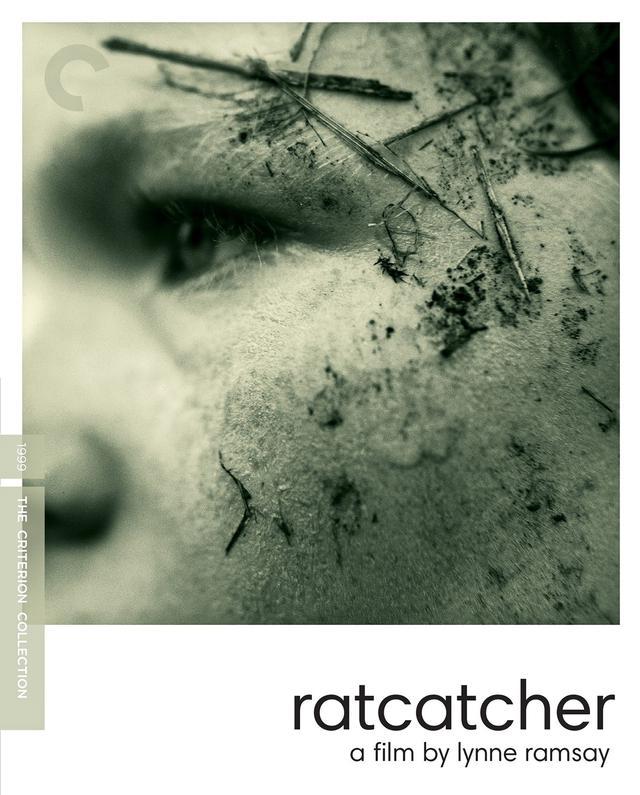 画像: ボクと空と麦畑/RATCATCHER 10月19日リリース 1999年/監督・脚本リン・ラムジー/出演ウィリアム・イーディー, トミー・フラナガン 1970年代半ば、スコットランド南西部の工業都市グラスゴーを舞台に、繊細で感受性豊かな12歳の少年のささやかな夢と心の旅を描く。『少年は残酷な弓を射る』で高い評価を得た女性監督リン・ラムジーのデビュー作。 ****************************************************************************************************************************** NEW 4K RESTORATION OF THE FILM, supervised by director Lynne Ramsay and cinematographer Alwin Küchler, with 2.0 surround DTS-HD Master Audio soundtrack