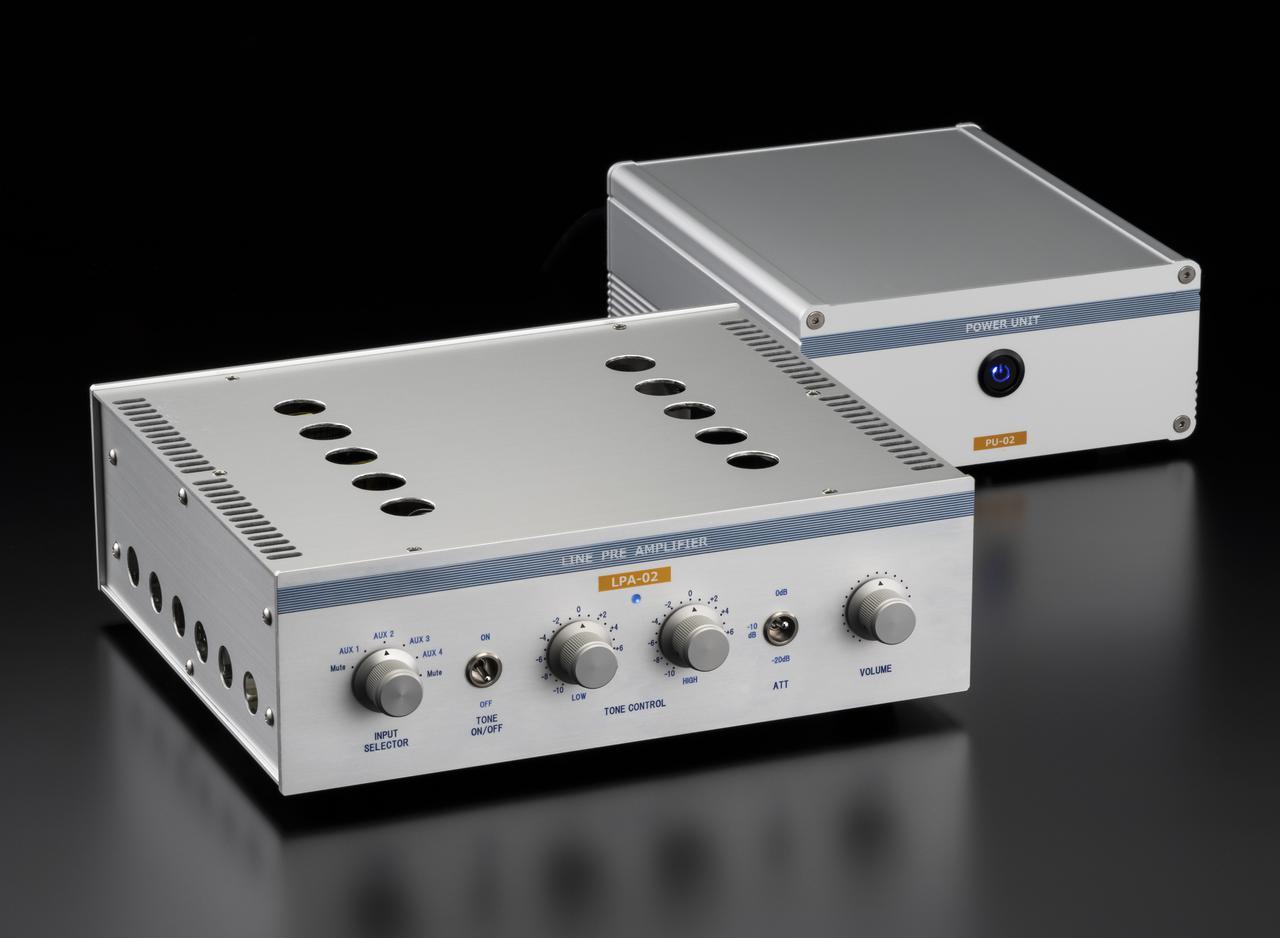 画像: 「マイ・ハンディクラフト」では是枝重治氏による古典直熱管PX4のシングル・パワーアンプ(上写真)、小池儀治氏による多極管差替えに対応してトーンコントロール装備の6550シングルアンプ(中写真)、久芳寛和氏によるシーメンスC3m+レイセオン5703WBで増幅回路を構成しトーンコントロール装備のプリアンプ(下写真)と個性豊かな3モデルが登場しました。是枝氏アンプ、小池氏アンプはステレオサウンドストアで実機を頒布します。