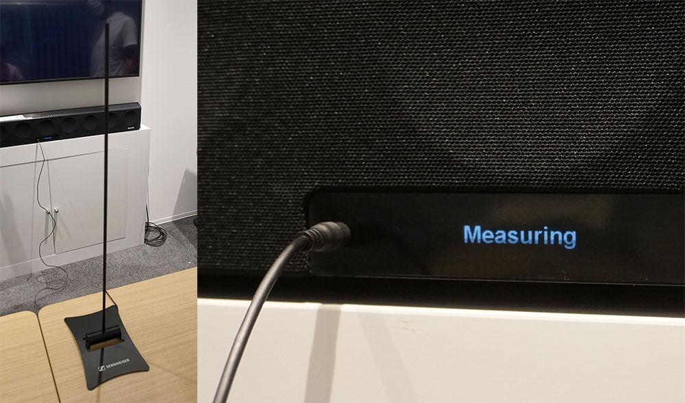画像: しっかりとした測定用マイクも付属する(写真左)。マイクのケーブルを本体正面につないでメニューから操作すると、設置環境を測定し、最適な反射特性などを調整してくれる。写真右は測定中の表示部