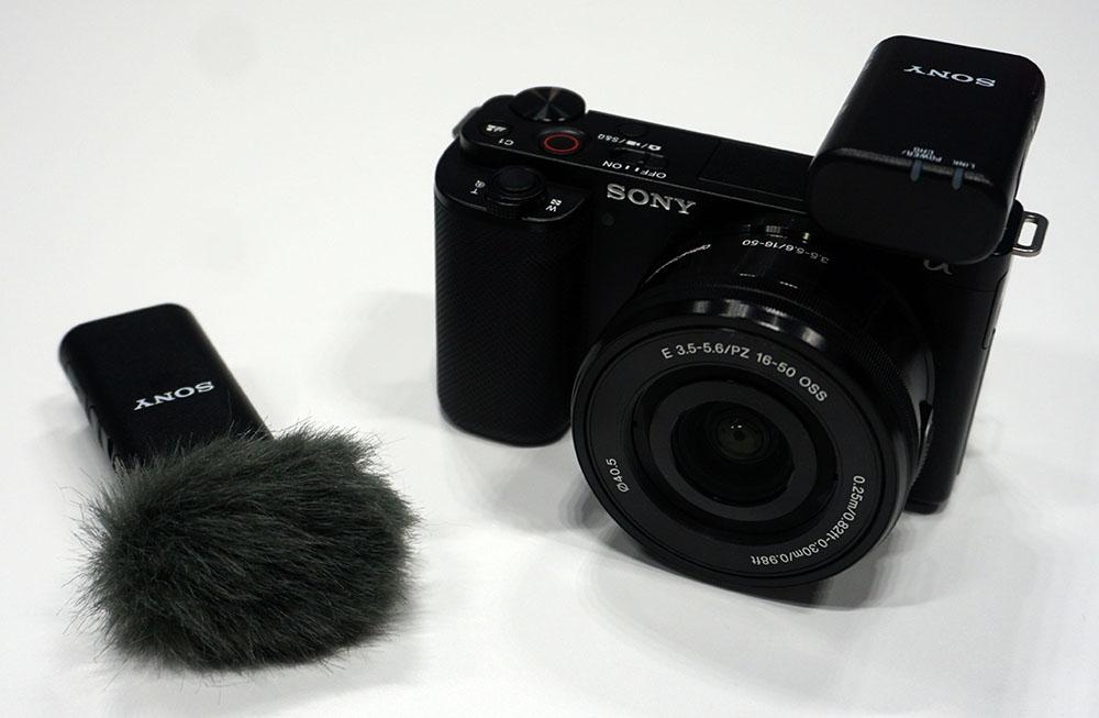 画像: ワイヤレスマイク「ECM-W2BT」を取り付けたところ。この組み合わせならインタビュー撮影も簡単にできるはず
