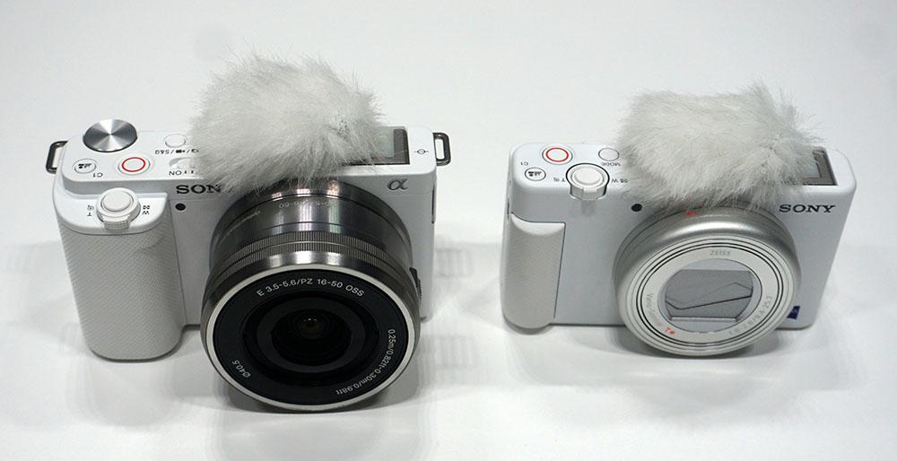 画像: 新製品の「ZV-E10」(左)と、昨年発売された「ZV-1」(右)