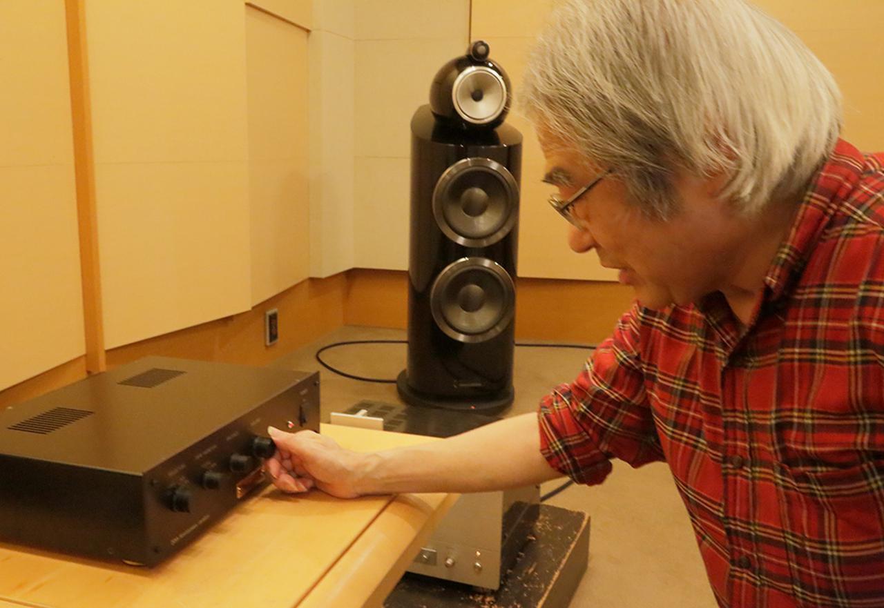 画像: ボリュウムを操作する吉田氏。