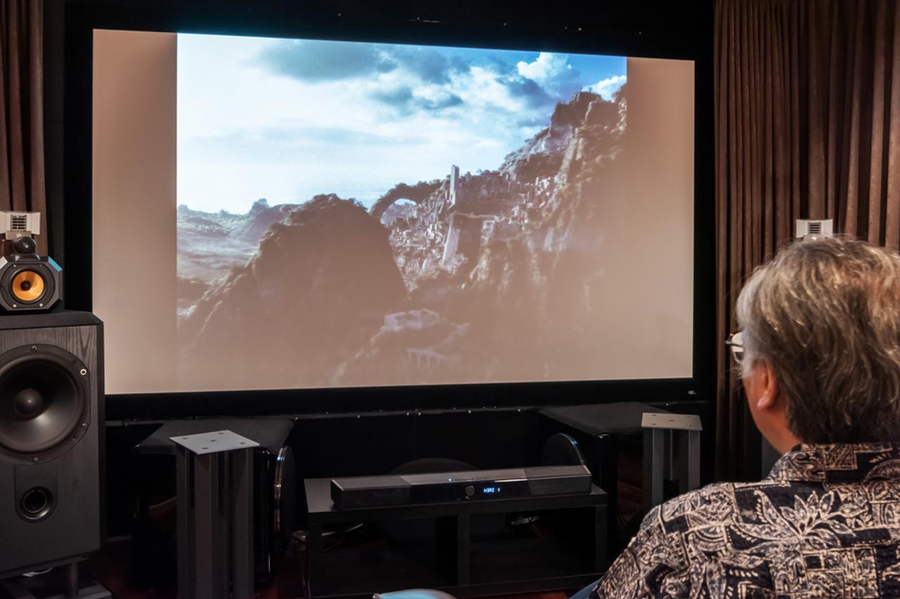 画像1: Creative SXFI CARRIERのスケール豊かなサウンドは、120インチスクリーンに負けない迫力