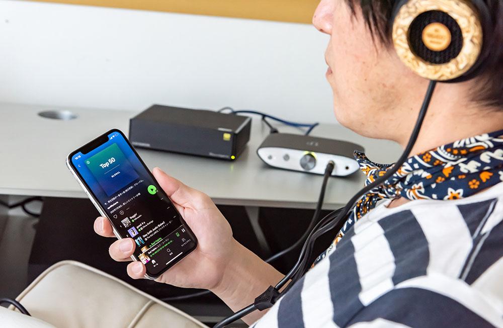 画像: 土方さんのお気に入りヘッドホンとの組み合わせでSpotifyからハイレゾまで試聴していただいた
