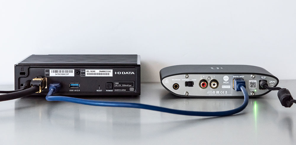 画像: サウンドジェニックとZEN DACもUSBケーブルでつなぐだけでOK。ZEN DACはRCA出力も備えているので、ヘッドホンでもアンプとの組み合わせでも試聴可能