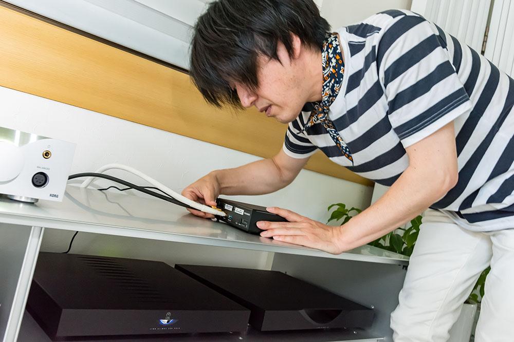 画像: 土方邸では、EDISCREATIONのFIBER BOX 2からのLANケーブルをサウンドジェニックに入力するなど、ネットワーク環境にも配慮している