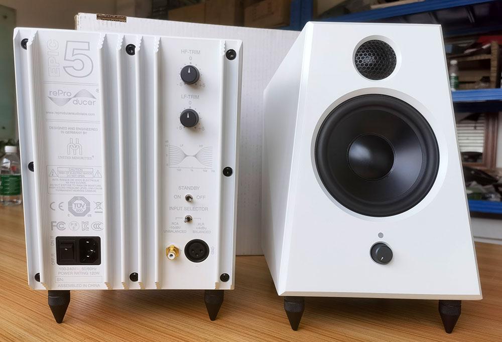 画像2: reProducer Audioのニアフィールドモニターに、ホワイト仕上げ「Epic 5 White」が登場。小さな筐体からは想像できないパワフルで豊かな低音と正確な定位が持ち味