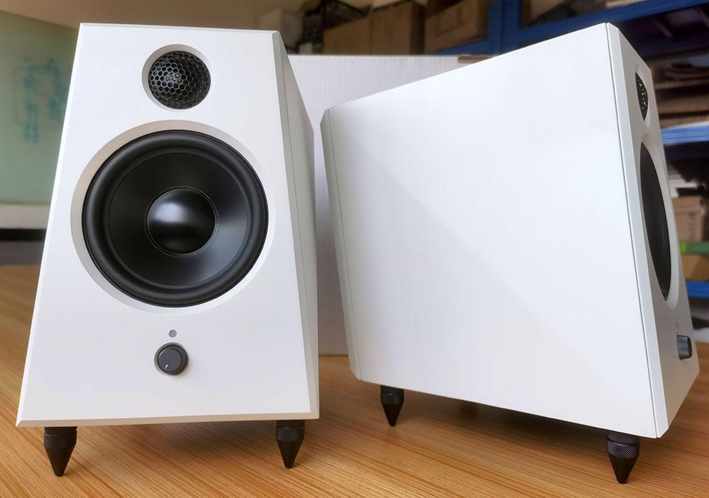 画像1: reProducer Audioのニアフィールドモニターに、ホワイト仕上げ「Epic 5 White」が登場。小さな筐体からは想像できないパワフルで豊かな低音と正確な定位が持ち味