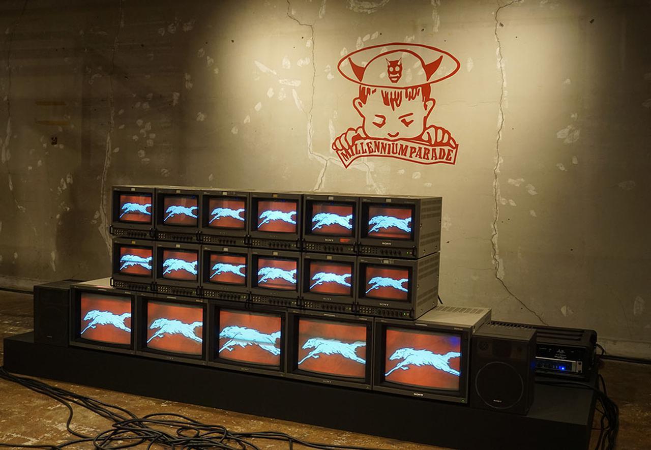 画像: 地下4階にあるmillennium paradeのグッズショップとMV上映システム。StereoSound ONLINE読者はBVMやPVMモニターに感動するはず