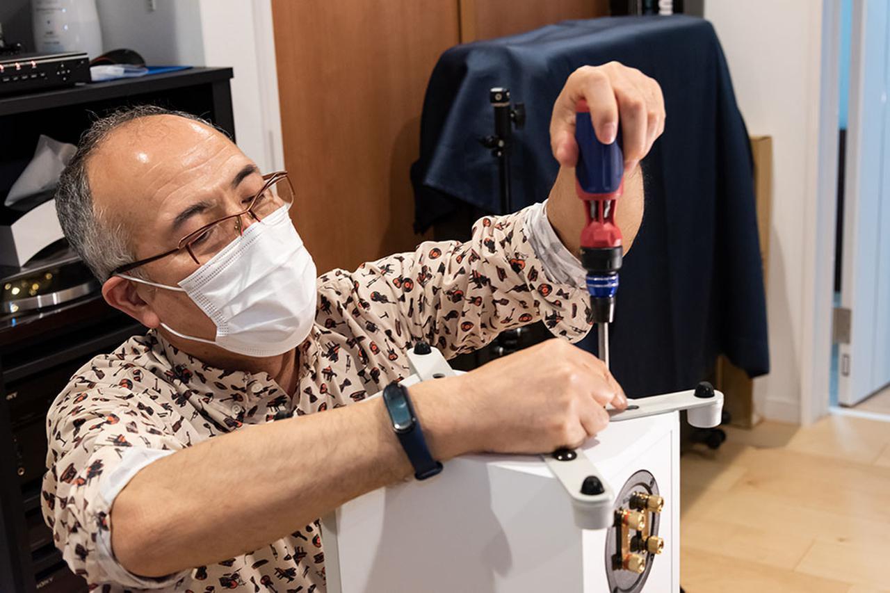 画像: 機械関係にも詳しい田中さんは、様々な工具もお持ち。スピーカースタンドの組み立ても率先して作業していただいた