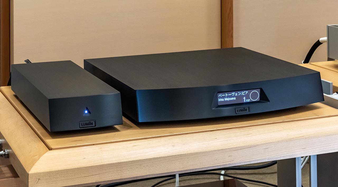画像: ハイレゾ音源の再生にはルーミンのネットワークプレーヤー「X1」を準備している。今回試したオプション電源ケーブルは、写真左の電源ユニットと本体の間をつなぐものだ