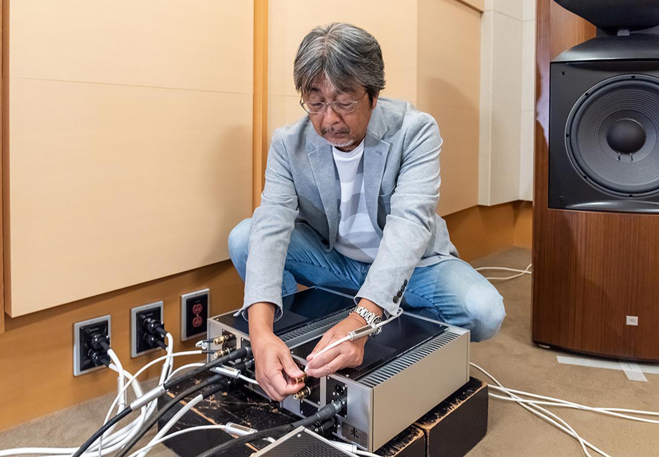 画像: ReiとK2 S9900の間はウエストミンスターラボのスピーカーケーブルを使った。なお、バイアンプ時の低域用にはステレオサウンド試聴室の常設ケーブルを組み合わせている