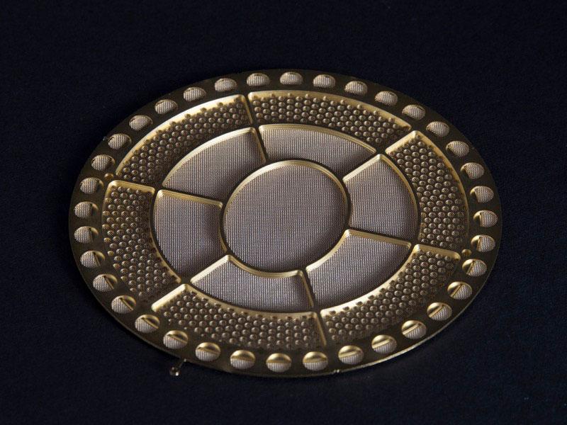 画像: 大型の円形金属メッシュを組み合わせた4層構造の新固定電極MLER-3