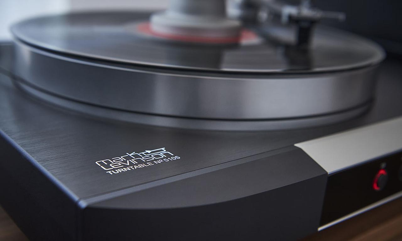 画像: マークレビンソン5000シリーズにアナログターンテーブル「No5105」が加わる。精密加工された美しいフォルムから、情報量豊かなサウンドを奏でていた - Stereo Sound ONLINE