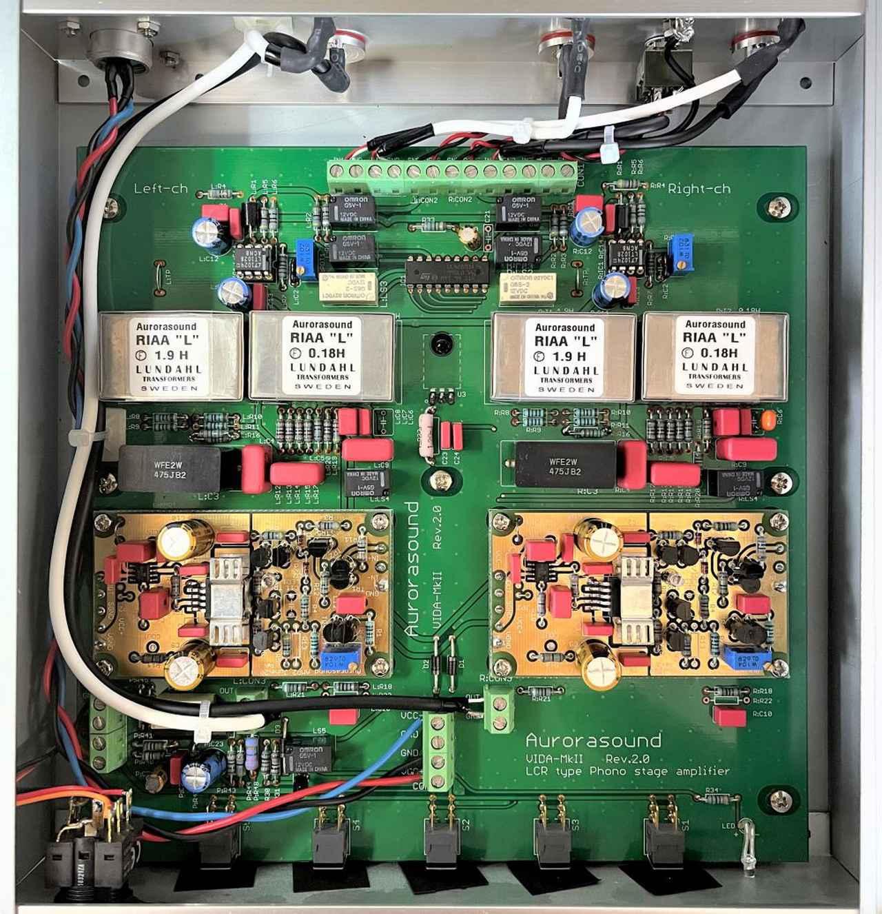 画像: 内部基板。Aurora-AMPモジュールを2個使用