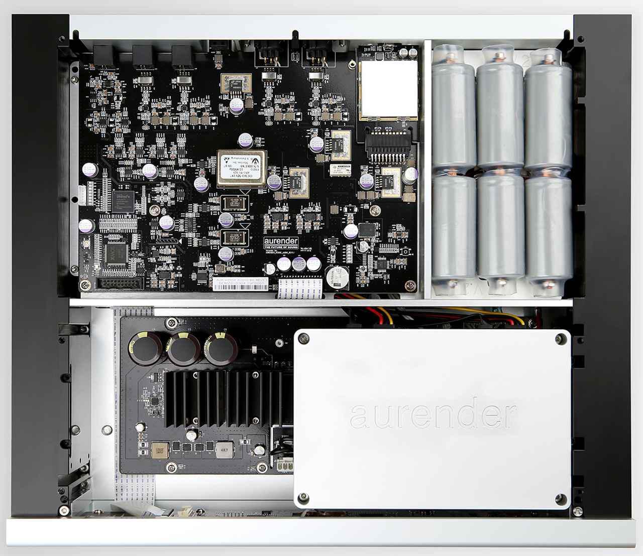 画像: 2系統のLiFePO4バッテリー電源が交互に電力を供給し、充電する。それにより、グラウンドノイズからコンポーネントを完全に分離し、ジッターやAC/DC変換で発生する歪みを低減している。また、高精度のOCXOクロックを採用したことで、時間や温度の変化で発生するジッターを防いでいる