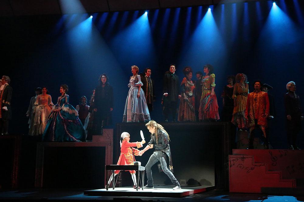画像4: ステージの雰囲気を味わえるドルビーアトモス音声を収録。ミュージカルの傑作『エリザベート』『モーツァルト!』のブルーレイが登場