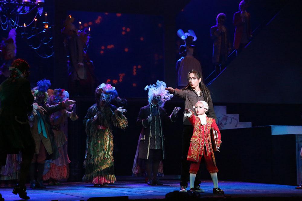 画像5: ステージの雰囲気を味わえるドルビーアトモス音声を収録。ミュージカルの傑作『エリザベート』『モーツァルト!』のブルーレイが登場