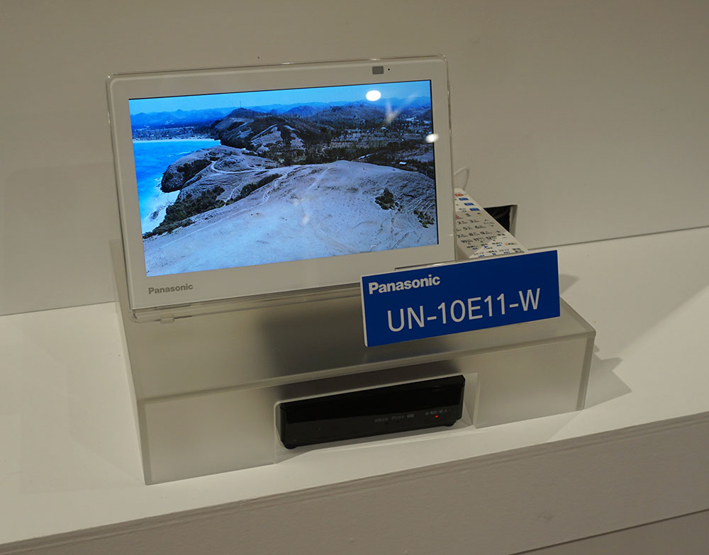 画像: シンプルな仕様の「UN-10E11」には防水リモコンが付属