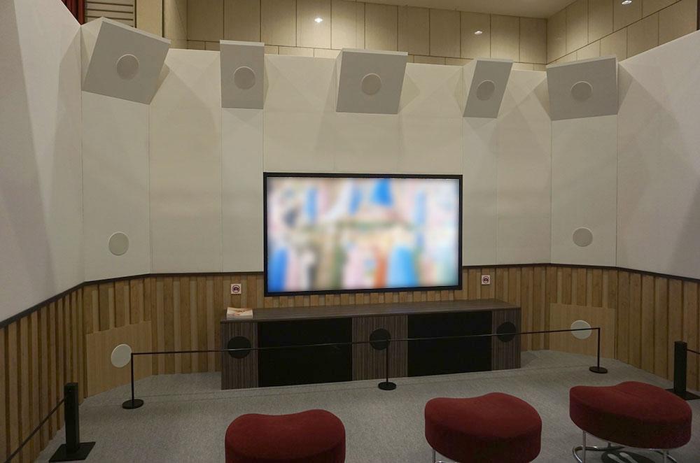 画像1: 東京・池袋で開催中の「8Kリビングシアター」では、コンサートホールに入り込んだような体験ができた。熱心なオーディオビジュアルファンも納得の映像&サラウンドをアナタも是非!
